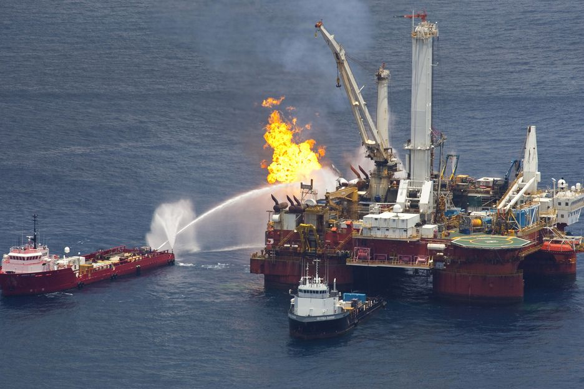 En domstol i USA har beordret stans i olje- og gassboringen i Tsjuktsjerhavet utenfor Alaska i påvente av mer grundige miljøutredninger av konsesjoner som ble gitt i 2008. Miljøorganisasjoner mener katastrofen i Mexicogolfen viser hvor viktig miljøutredninger er.