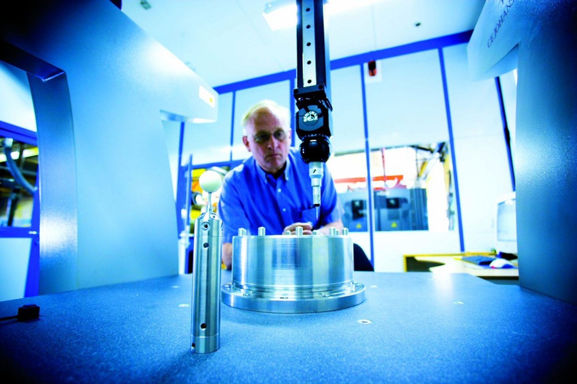 DOKUMENTERER: Danske Kvisgaards Maskinfabrik håper å få flere norske kunder, blant annet i oljeindustrien. Her gjøres måleteknisk dokumentasjon med 3D-koordinatmålemaskin.
