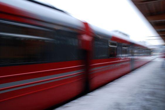 tog NSB stasjon togstasjon skøyen stasjon togsett skinner skinnegang perrong