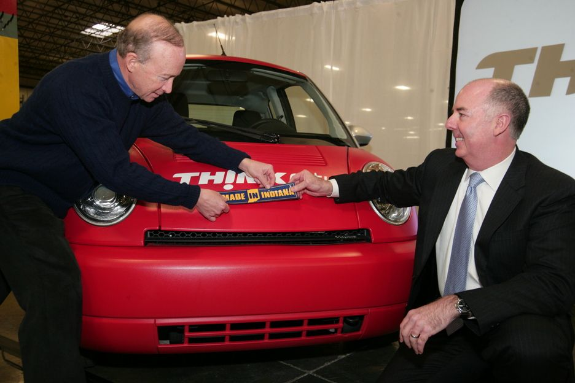Denne uka presenterte Indiana-guvernør Mitch Daniels (t.v) og Think-sjef Richard Canny planene om å starte produksjon av elbilen i Elkhart.
