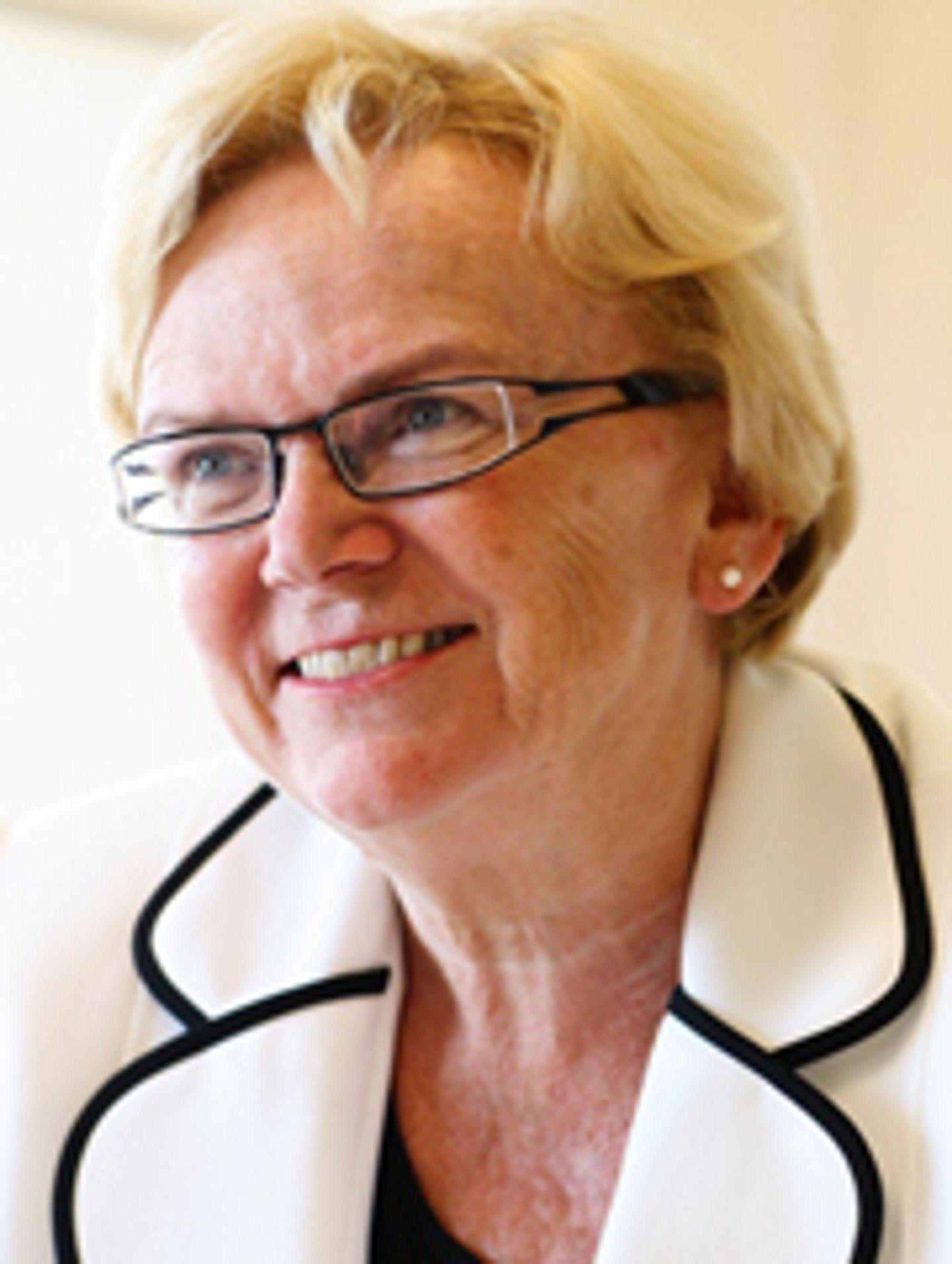 DRYPP: Samferdselsminister Magnhild Meltveit Kleppa drypper noen kroner til vedlikehold, noen til planlegging og litt til nybygging.