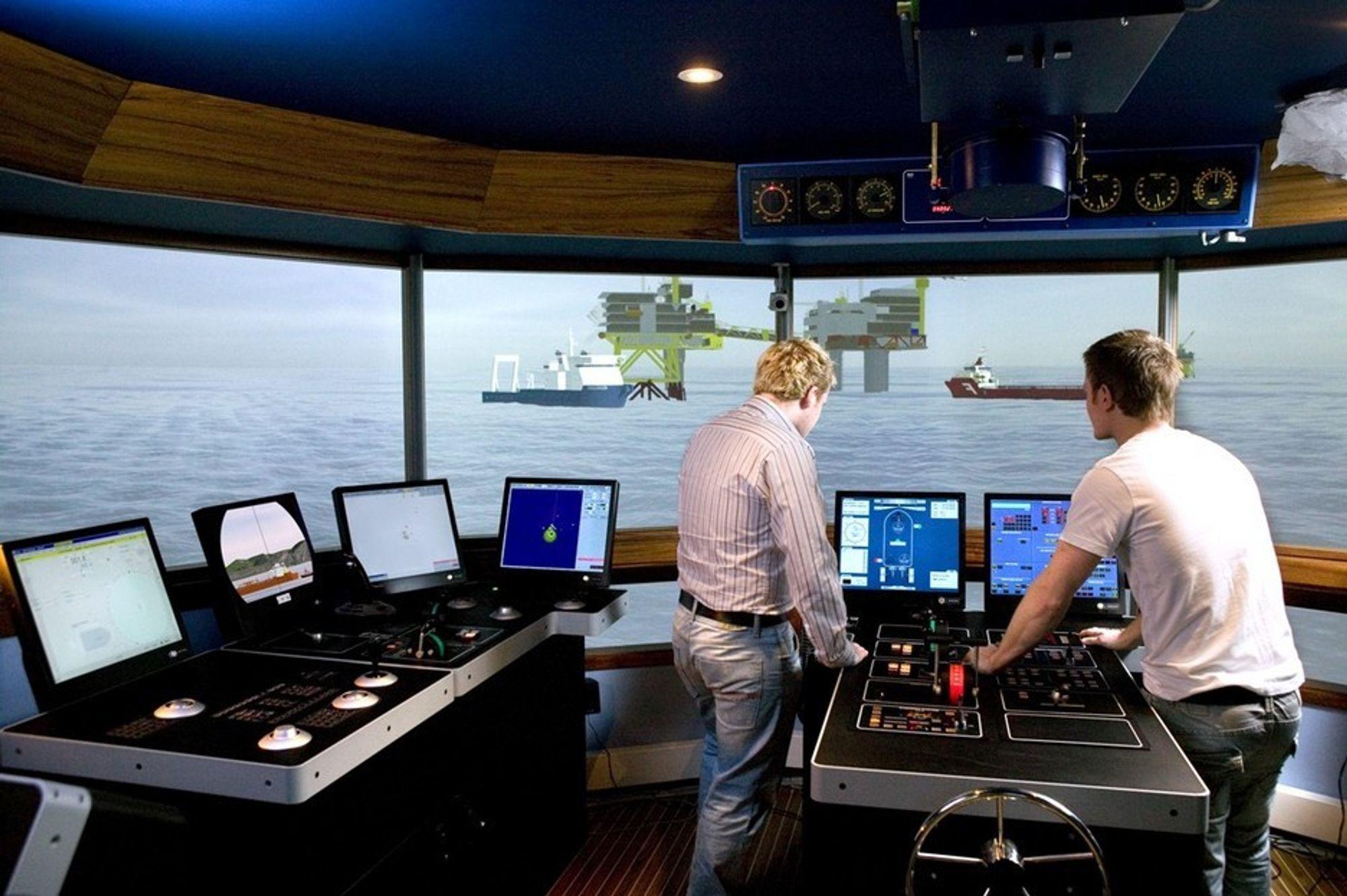 SIKKERT: Seatex-systemet kan varsle mannskapet dersom bevegelsene i skipet er i ferd med å overstige grenseverdier. Her fra AHTS-simulator.