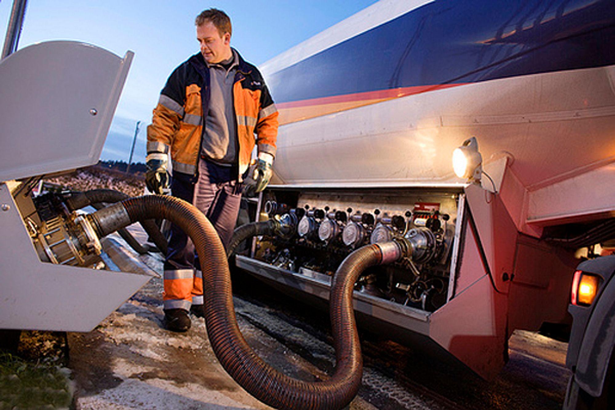 Statoil får forelegg fra Økokrim etter at over 100 kubikk med oljeprodukter rant ut i grunnen under Sjursøya i Oslo. (illustrasjonsfoto)