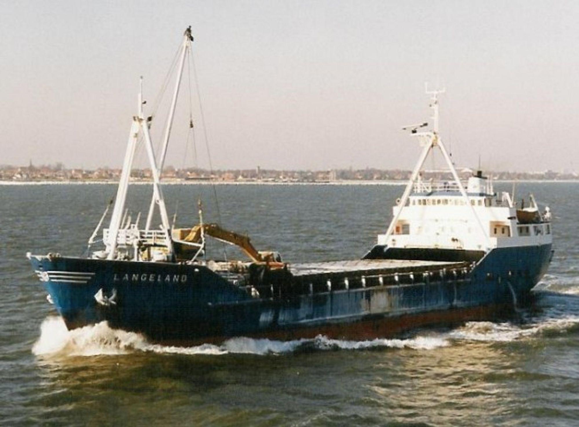 UTETT: Langeland gikk fast mellom Karlshamn i Sverige og Moss med stein til Rockwool. Mannskapet på seks omkom da skipet sank 31. juli 2009  i Kosterfjorden i Sverige.
