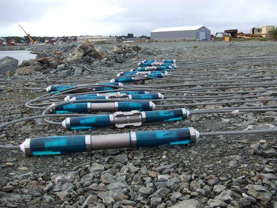 TESTING: Sensorene legges ut på havbunnen i store nettverk. Utstyret ble testet utenfor Haugesund i fjor.