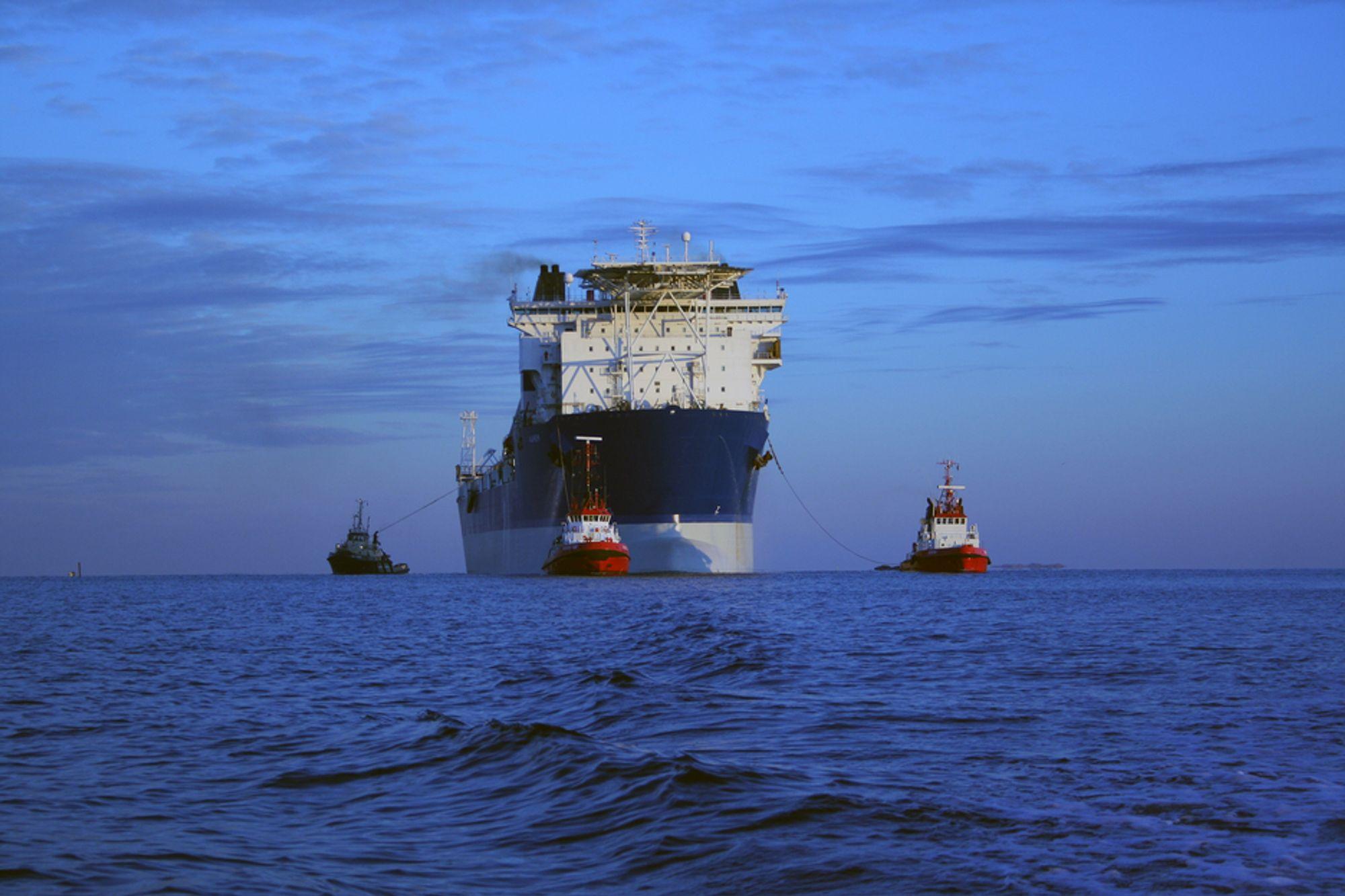 Produksjonen ble stengt ned på Alvheim-skipet søndag på grunn av blackout og røykutvikling.