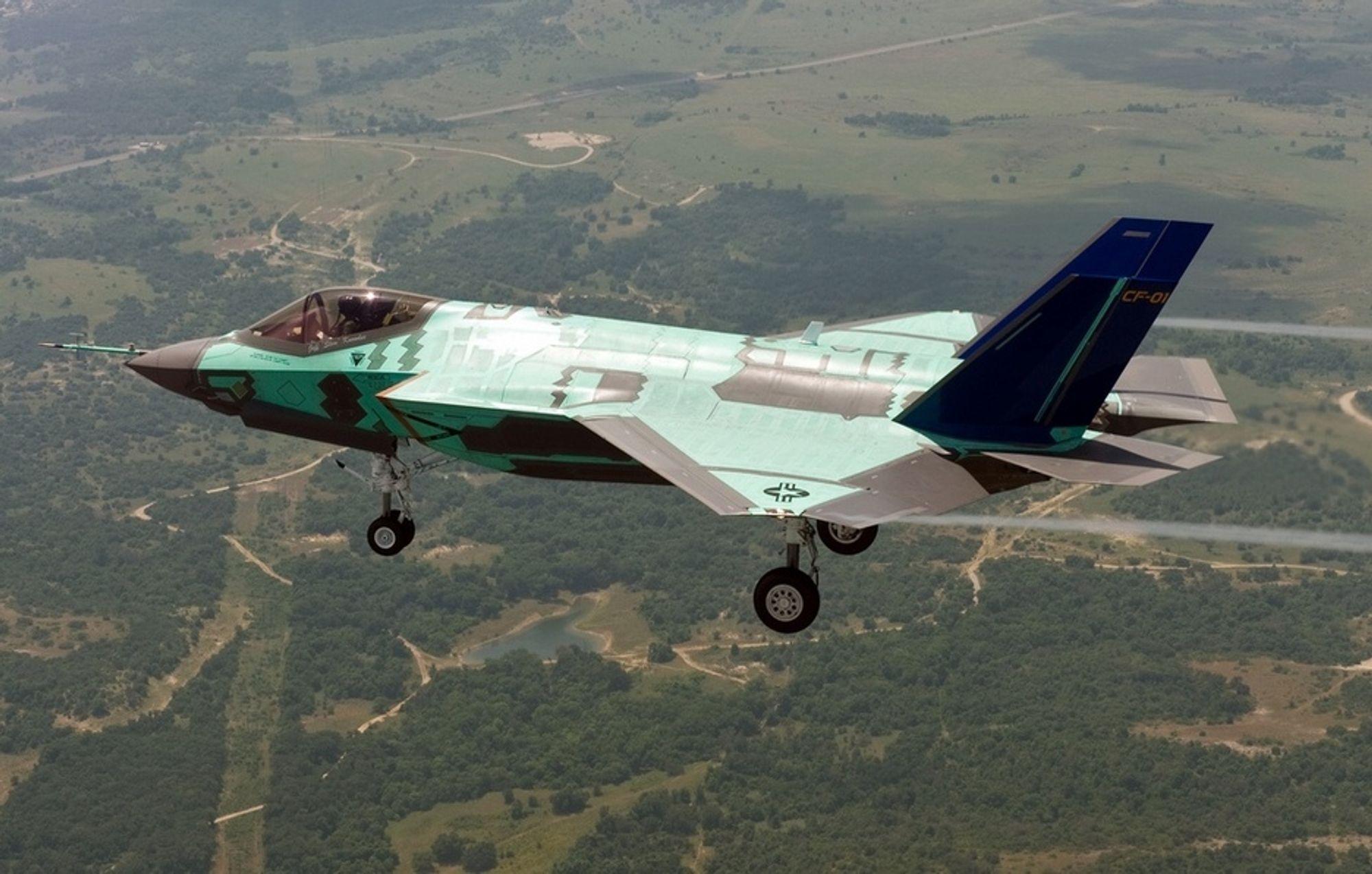 Hangarskipvarianten av F-35 fløy første gang 6. juni i år. Dette er CF-01.