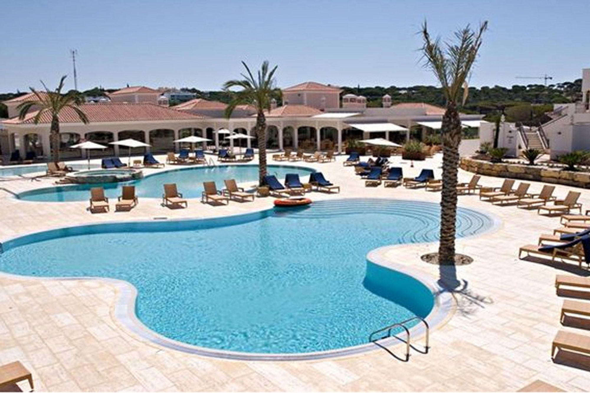 "Norskeide Dunas Douradas Beach Resort i Algarve fikk prisen ""Best development"" under Bloomberg International Property Awards."