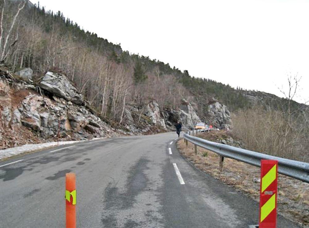 I dette området kommer vestre påhugg til Målvikhammartunnelen. Bildet er tatt under en tidligere befaring.