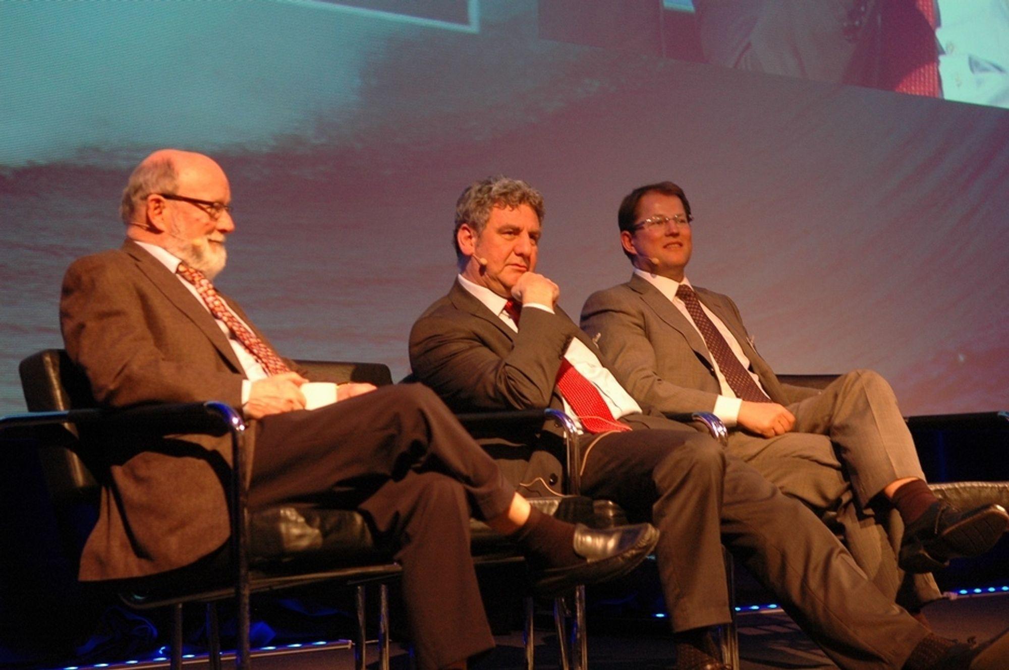 HØYTEKNOLOGI: - Norge er oljeindustriens Silicon Valley, sier Jørgen P. Rasmussen (i midten). Til venstre Willy Olsen, Intsok og til høyre, Geir Finsrud, Schlumberger