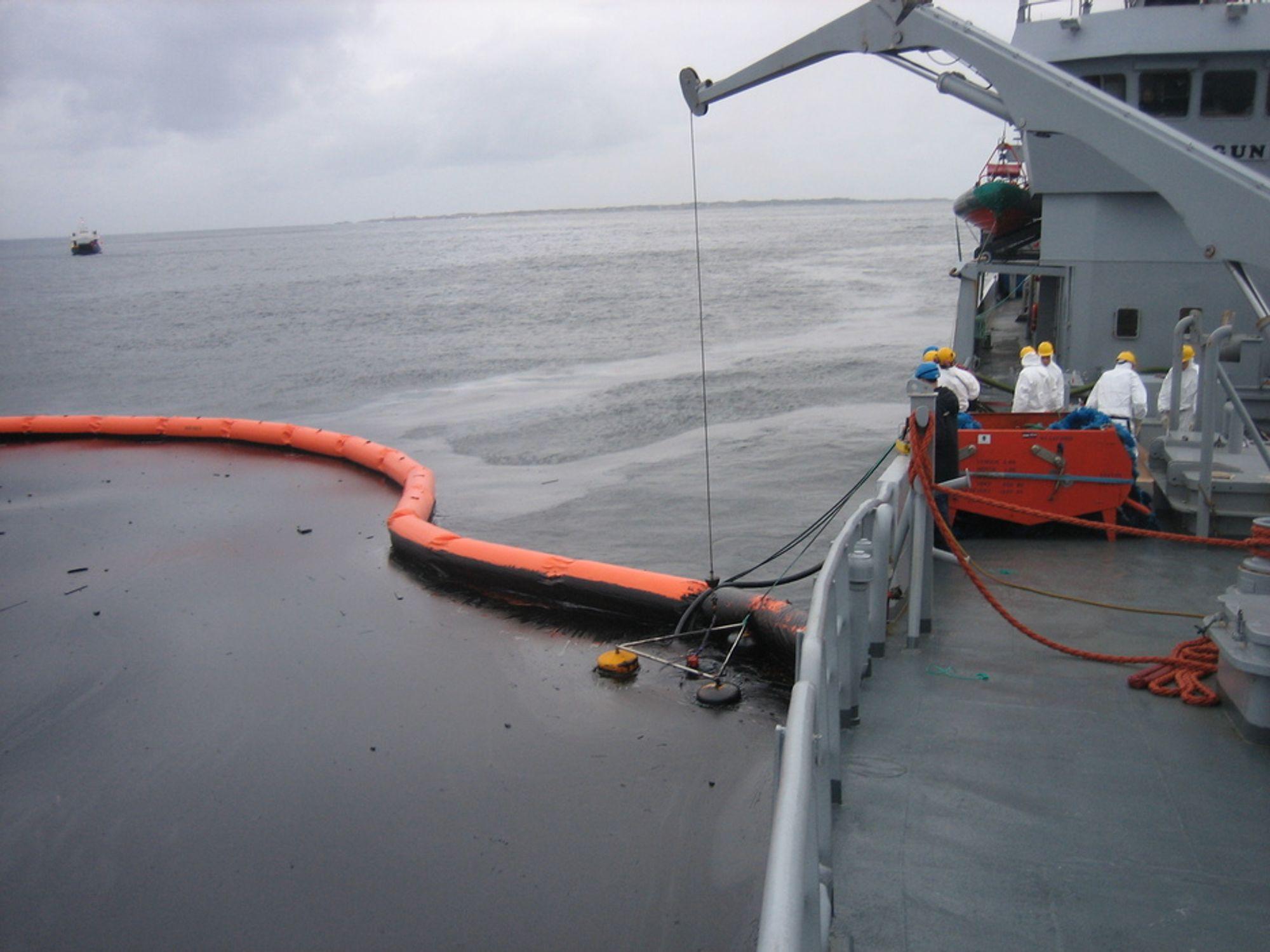 HJELP: Norge hjalp USA med utstyr og kompetanse under BP-ulykken. Sverige hjalp Norge under Full City-operasjonen. Internasjonalt samarbeid og hjelp er vanlig.