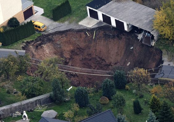 An aerial view of a large crater that appeared in the early hours in the central German town of Schmalkalden, November 1, 2010. A huge crater measuring 30 by 40 metres (98 by 131 feet ) has opened up in the middle of a residential estate early in the morning on Monday, according to local police. No one was reported hurt in the incident. REUTERS/Alex Domanski (GERMANY - Tags: DISASTER) Schmalkalden
