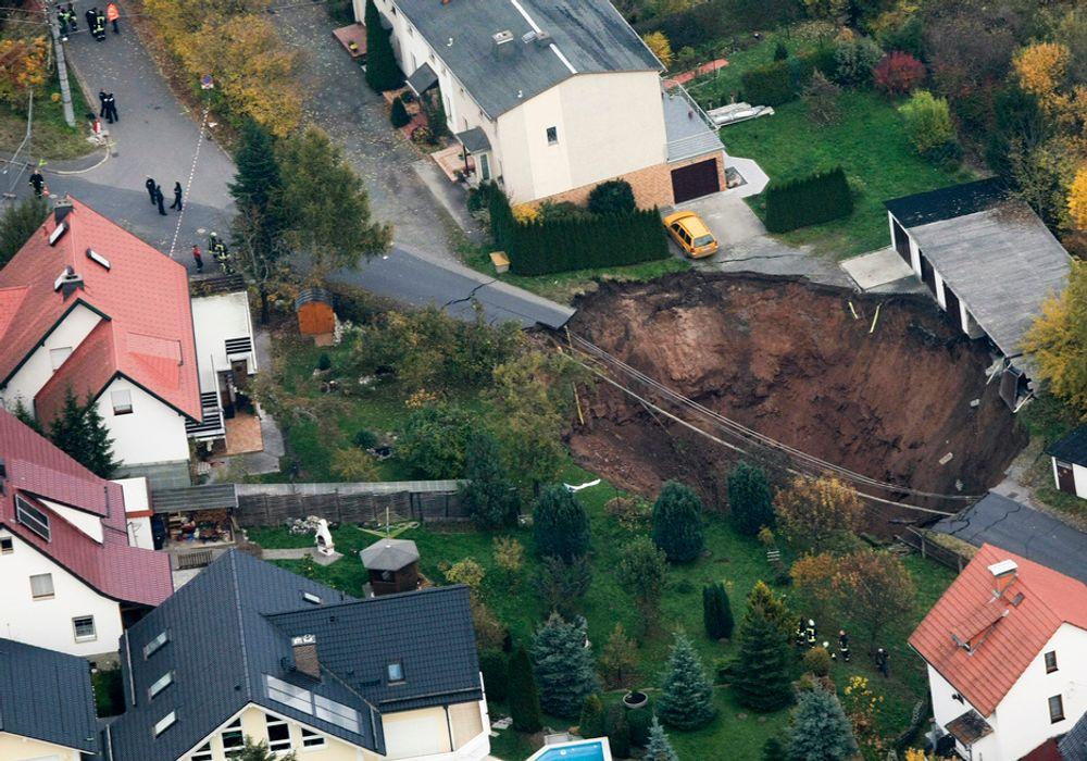 TETTES IGJEN: Krateret i den lille byen Schmalkalden i Tyskland skal fylles med masse. Arbeidet skal etter planen begynne allerede i dag.