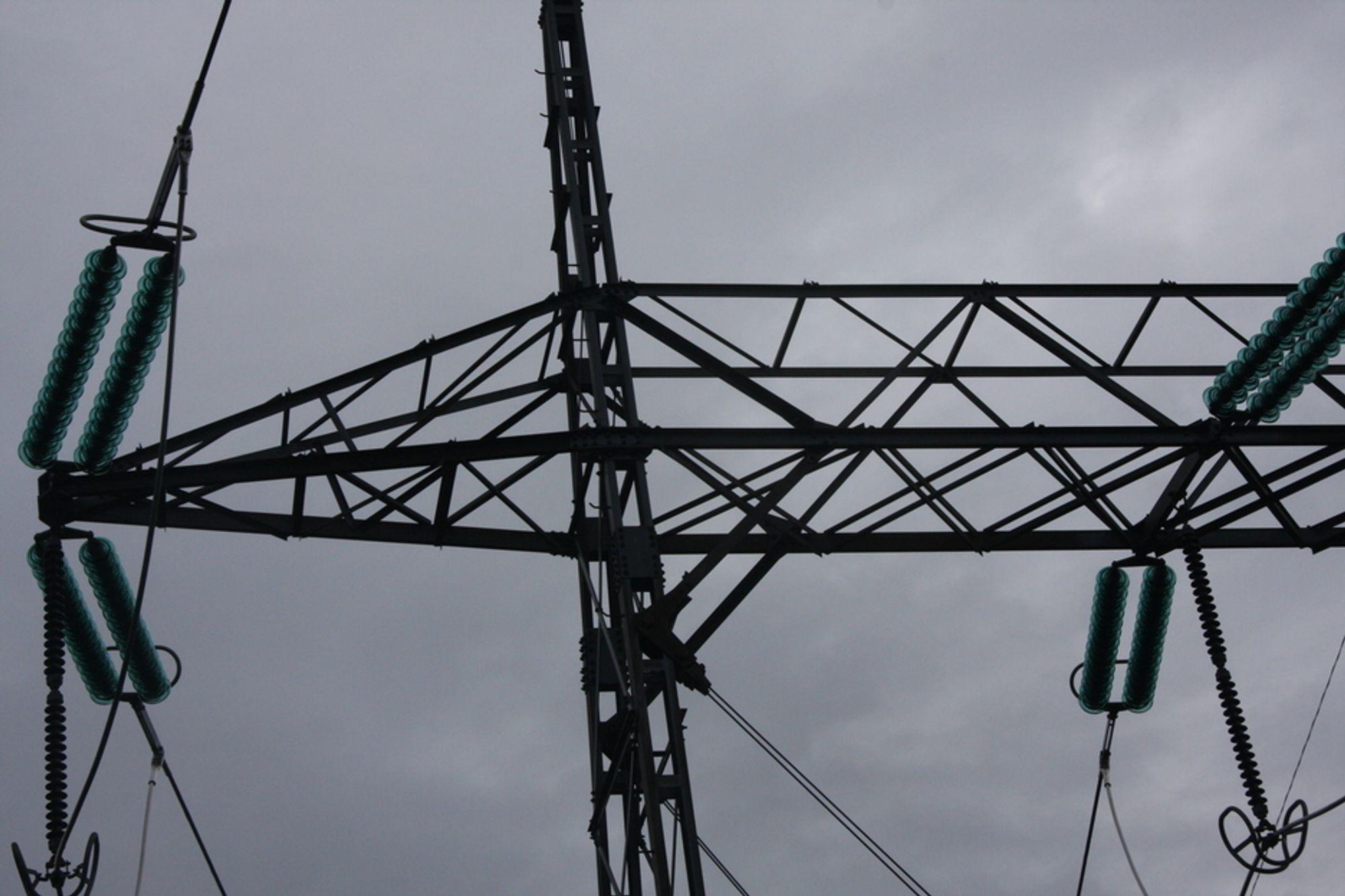 BEHOV: Det vil bli behov for flere 420 kV-linjer fra Midt-Norge til sør, hvis EUs fornybarmål skal oppfylles, slår rapporten fast.