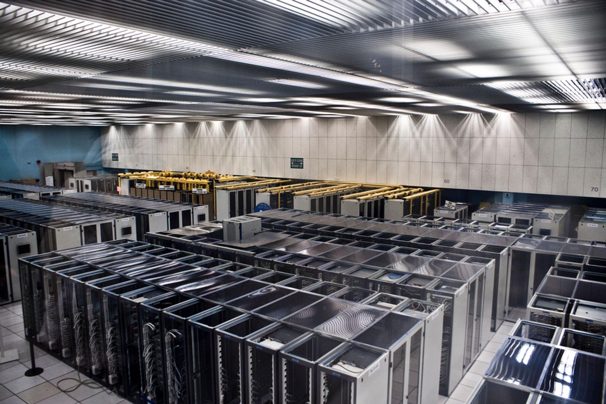 KAPASITET: Forskningsvirksomheten ved CERN, med blant annet partikkelakselleratoren, krever rikelig med kapasitet til lagring og prosessering av data, og norske myndigheter gikk i utgangspunktet glipp av muligheten til å sikre seg denne aktiviteten.