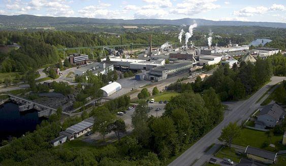 Norske Skogs fabrikk på Follum ved Hønefoss står i fare for å miste nøkkelpersonell. Da kan det bli stans for alltid, frykter sentralt ansatte. De tror det blir vanskelig å starte fabrikken igjen fordi kompetansen tapes.