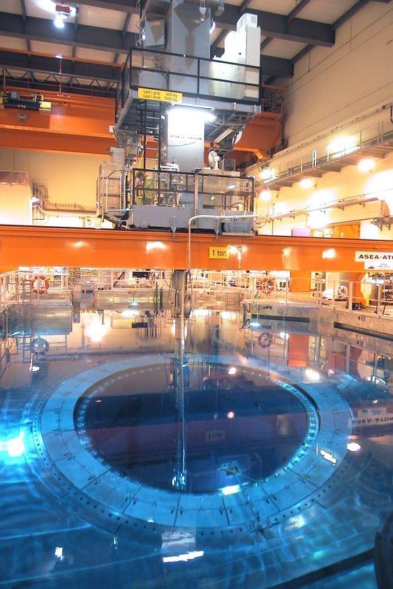LAGER: Her byttes brenselet i O3, en operasjon som også tar tid. Oskarshamn har også et lager for radioaktivt avfall.