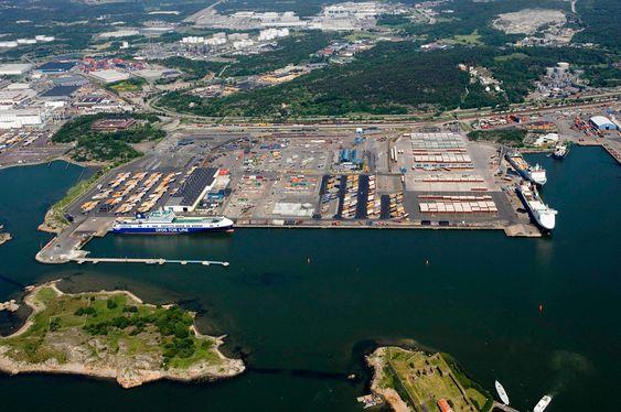 STRØMMER TIL: Ro-ro-havnen i Göteborg har utstyr og anlegg klart. Skipene som anløper kan få landstrøm.