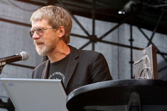 Trond Andresen er siv.ing. fra NTH og underviser nå i faget reguleringsteknikk ved Institutt for teknisk kybernetikk.