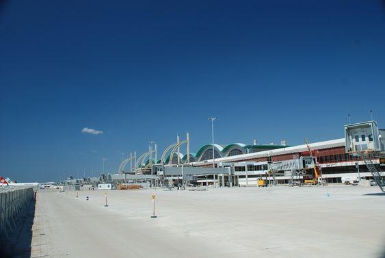 VERDENS STØRSTE: Verdens største jordskjelvsikrede bygg er den nye internasjonale terminalen på Istanbul Sabiha Gökçen lufthavn.