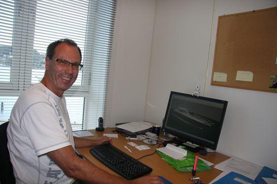 Teknisk sjef Tor Kolbjørn Livgård i SES Europe jobber med finjusteringer av ASV-teknikken.