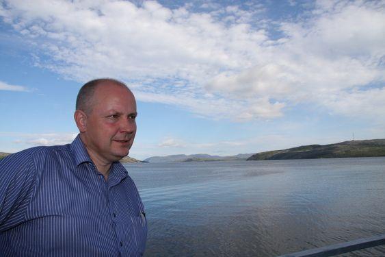 MOT UTSLIPP: Bernt Nilsen har startet Folkeaksjonen mot giftutslipp i Bøkfjorden. Han frykter livet i havet vil bli ødelagt av gruvedriften.