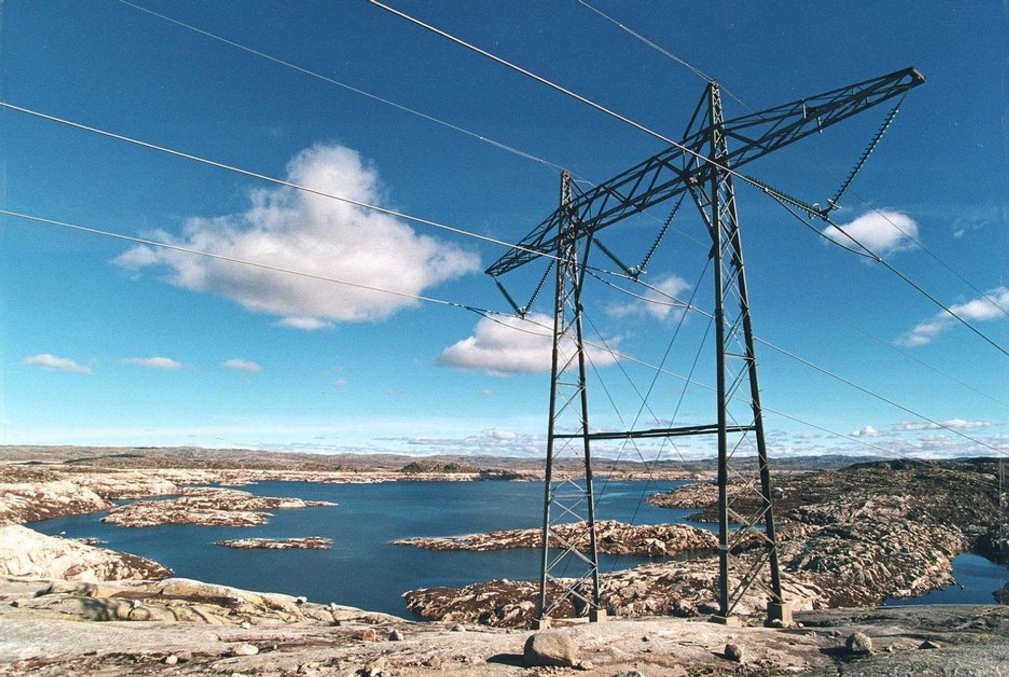 AKSEPT: Flere planlagte kraftlinjer på Vestlandet har blitt møtt med stor motstand, men resultatene viser at 70 prosent i Hordaland og 76 prosent i Sogn- og Fjordane støtter utbygging av kraftlinjer for å øke bruken av fornybar energi.