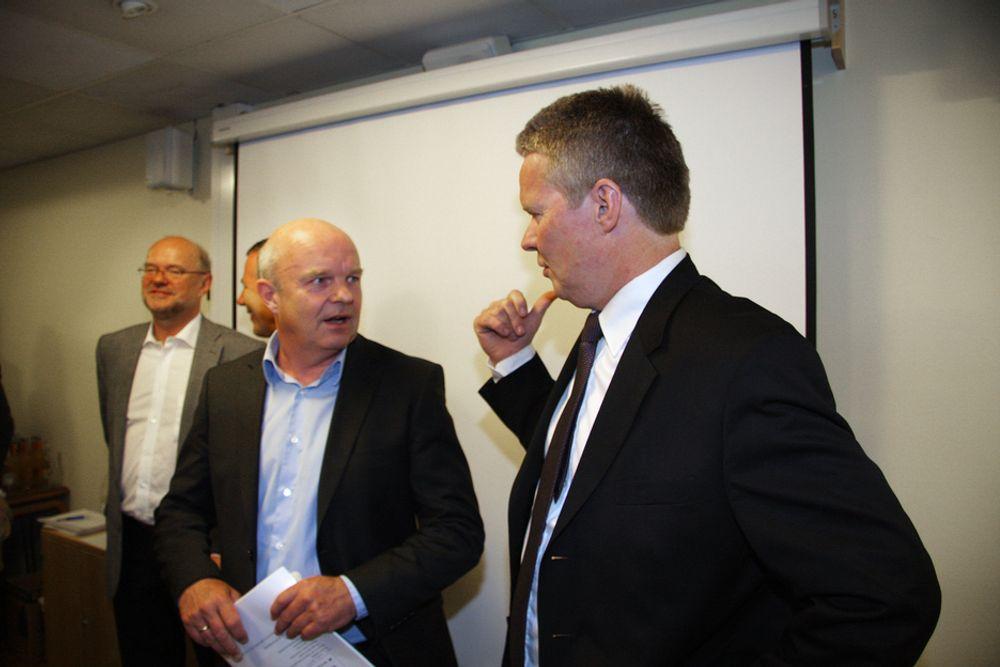 STORE: Konsernsjef Terje Mjøs (t.h.) og nestkommanderende John Arne Haugerud vurderer å etablere ett stort grønt datasenter for det nye selskapet. I bakgrunnen majoritetseier Postens konsernsjef Dag Mejdell og påtroppende styreleder Arve Johansen.