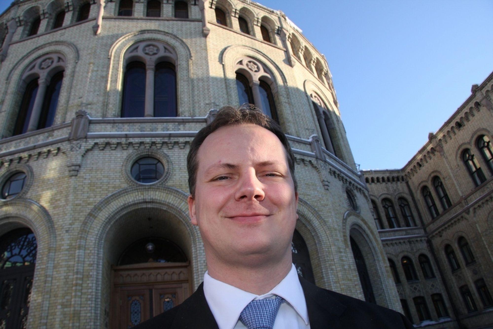 FORNØYD: Solvik-Olsen har tro på Borten Moe, og kaller statsrådsskiftet oppløftende.