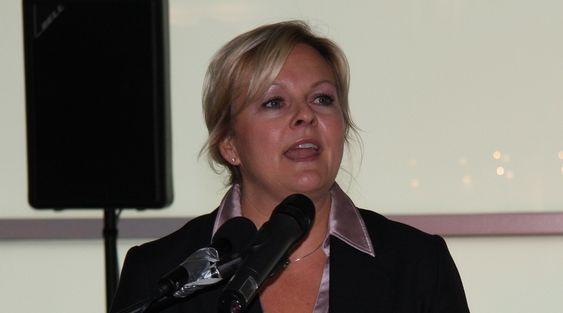 Satssekretær Rikke Lind i NHD i Hamburg på SMM 2010, der hun blant annet delte ut prisen Årets skip til Skandi Aker.