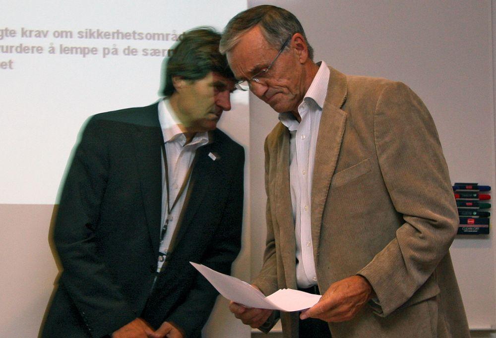 Styreleder Inge K. Hansen (t.h) og konsernsjef Sverre Quale i Avinor ber regjeringen ligge unna pengekassa til selskapet de kommende fem årene.