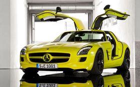 Mercedes-Benz har til nå laget elbiler basert på eksisterende produkter, som SLS AMG Electric Drive. (Foto: Daimler AG)
