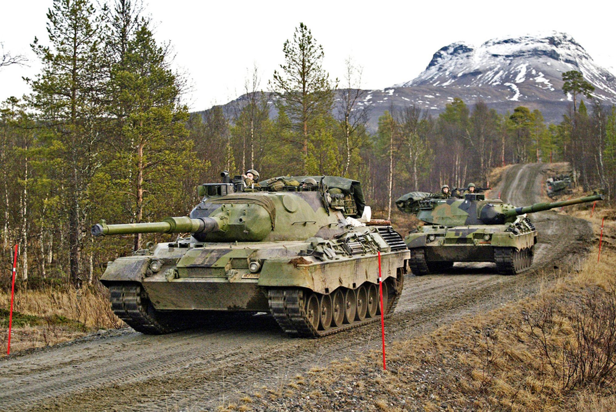 Disse kjøretøyene kunne bilistene risikert å møte på veg over E 6, men det slipper de. En bru skal føre forbindelsesvegen mellom Blåtind og Mauken over E 6. Den blir trolig bygd av Skanska.