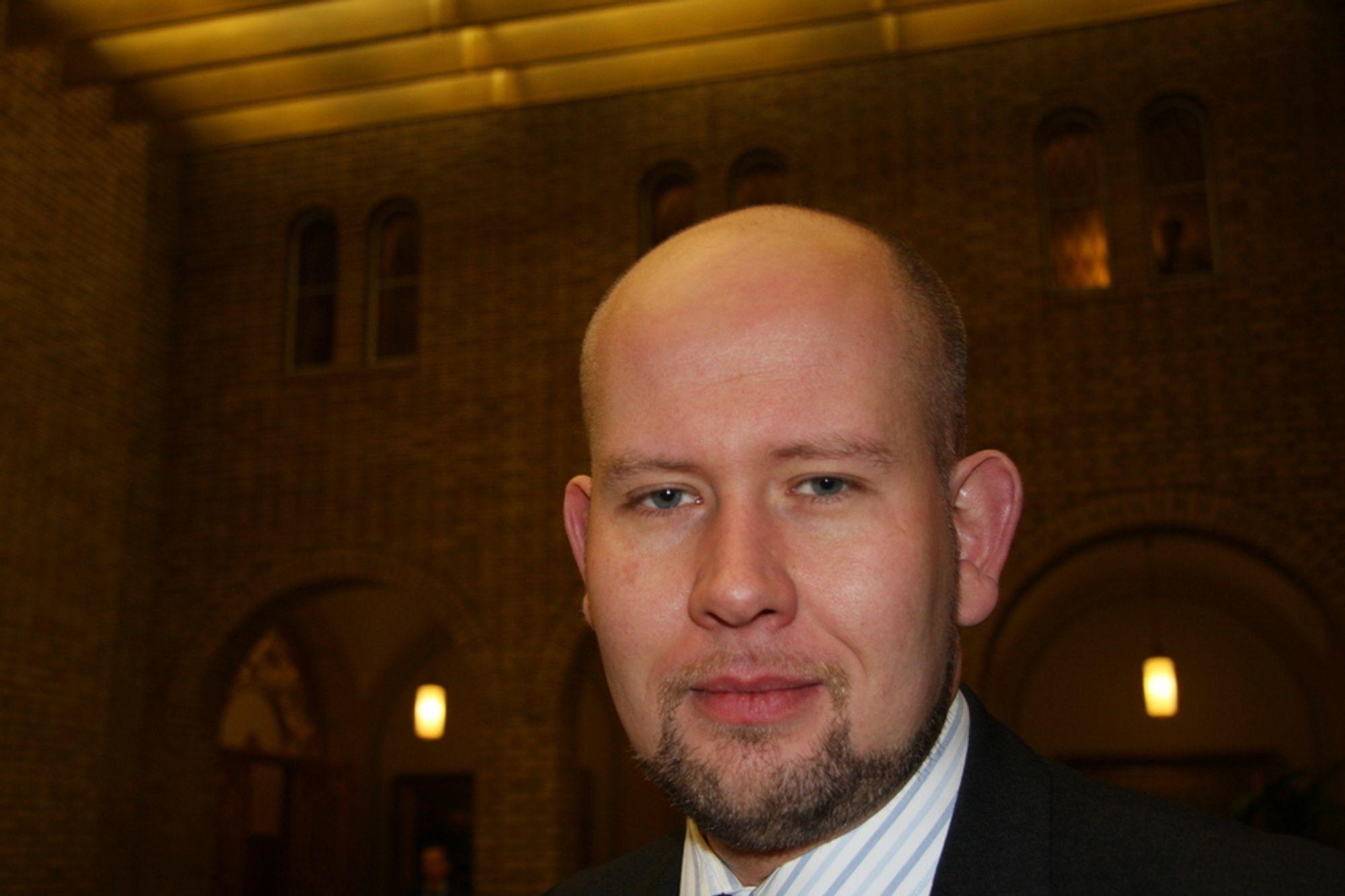 2. nestleder i kirke-, utdannings- og forskningskomitéen, Tord Lien (FrP) mener Tora Aasland svikter teknostudiene i Norge.