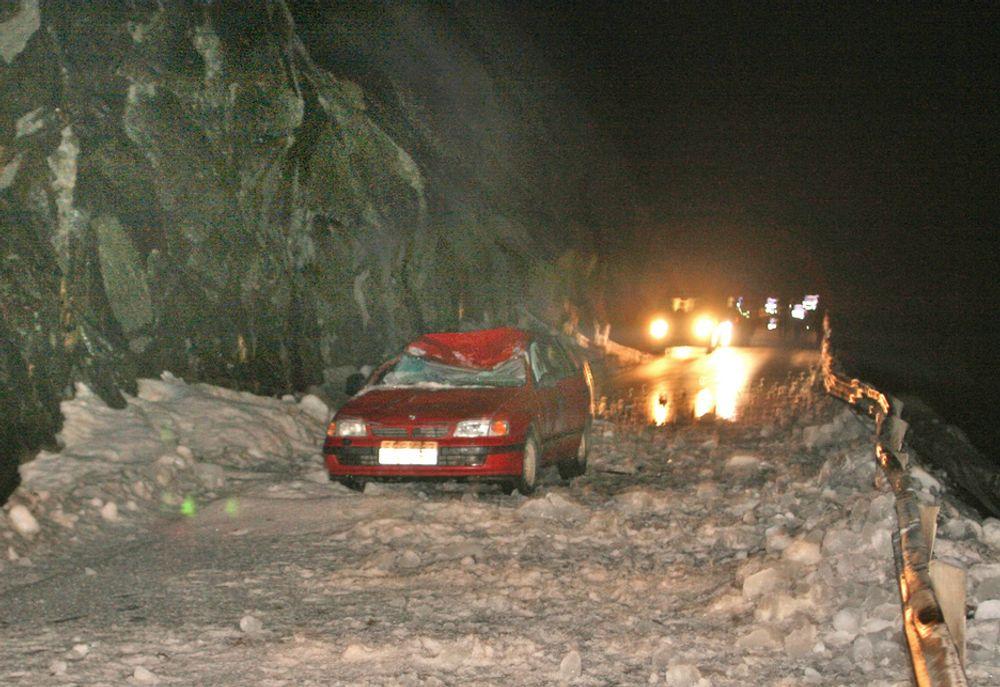 I denne bilen omkom en mann under et 20 meter bredt snøskred i mars i år. En 3,5 km lang tunnel skal erstatte den rasfarlige strekningen.