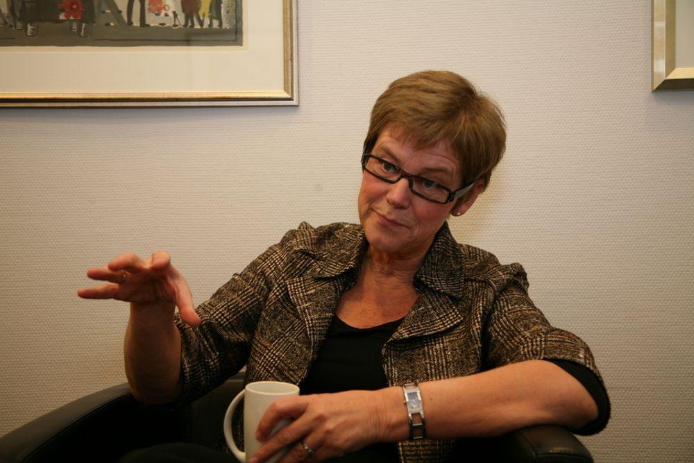 STØVSUGER: Elisabeth Enger mener Jernbaneverket har støvsuget markedet for jernbanekompetanse.