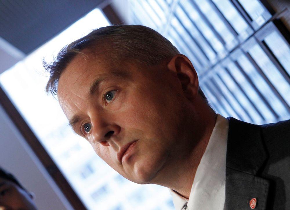 VIL KJØPE: Justisminister Knut Storberget har endelig bestemt seg for å skifte ut de snart 40 år gamle Sea King helikopterne.