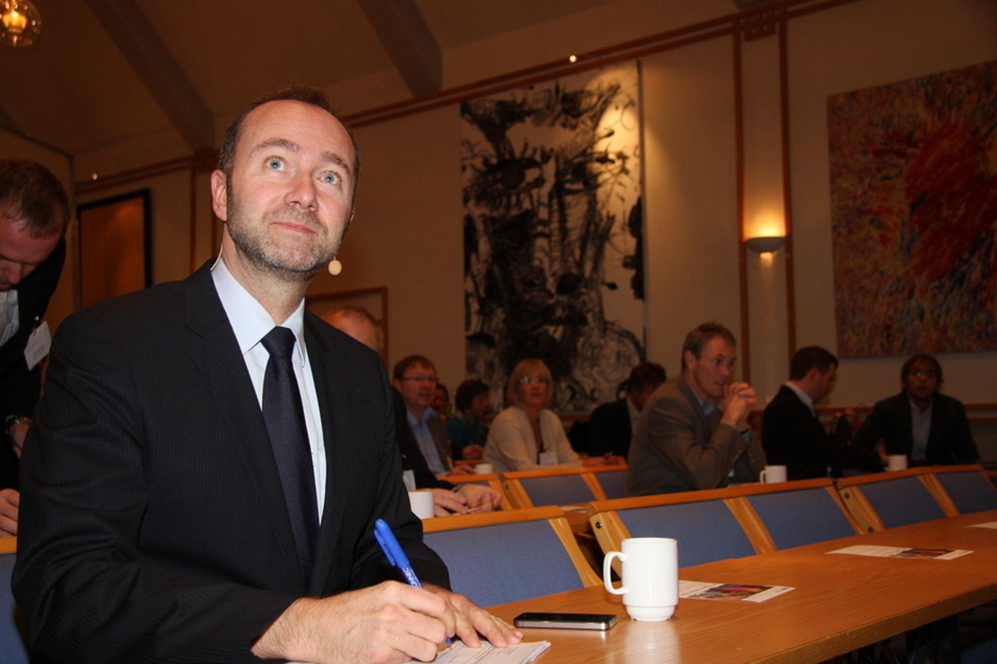 Nærings- og handelsminister Trond Giske reagerer på få norske kontrakter ved Goliat-utbyggingen.