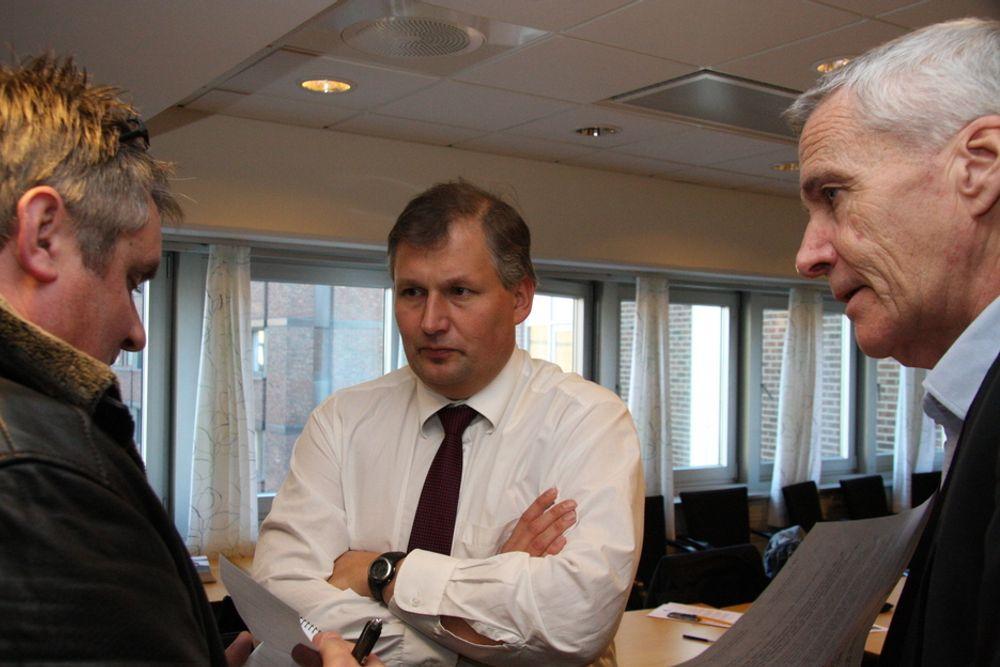 KREVER KABELSØKNAD: Statsråd Terje Riis-Johansen krever at Statnett søker om konsesjon på en 44 kilometer lang sjøkabel fra Store Standal til Ørskog til en total merkostnad på 2,2 milliarder kroner.