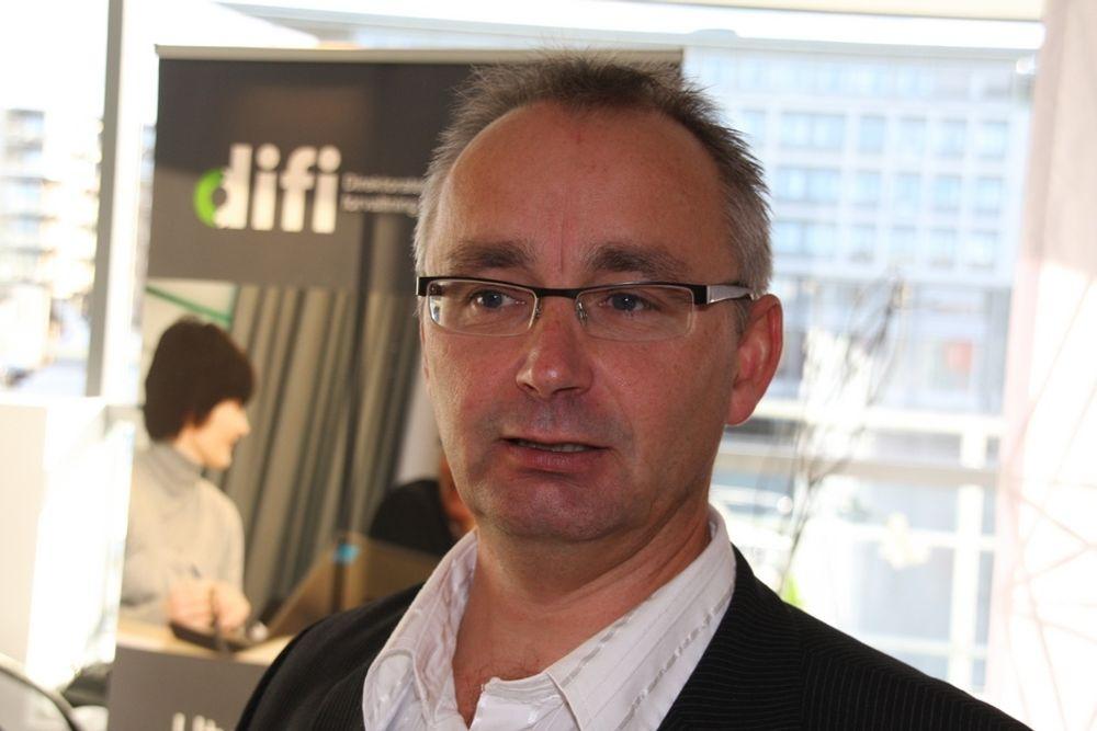 TAR REGNINGEN: Seniorrådgiver Olav Skarsbø hos Difi vil ikke skremme kommunne bort fra digitale tjenester og tar regningen det første året.