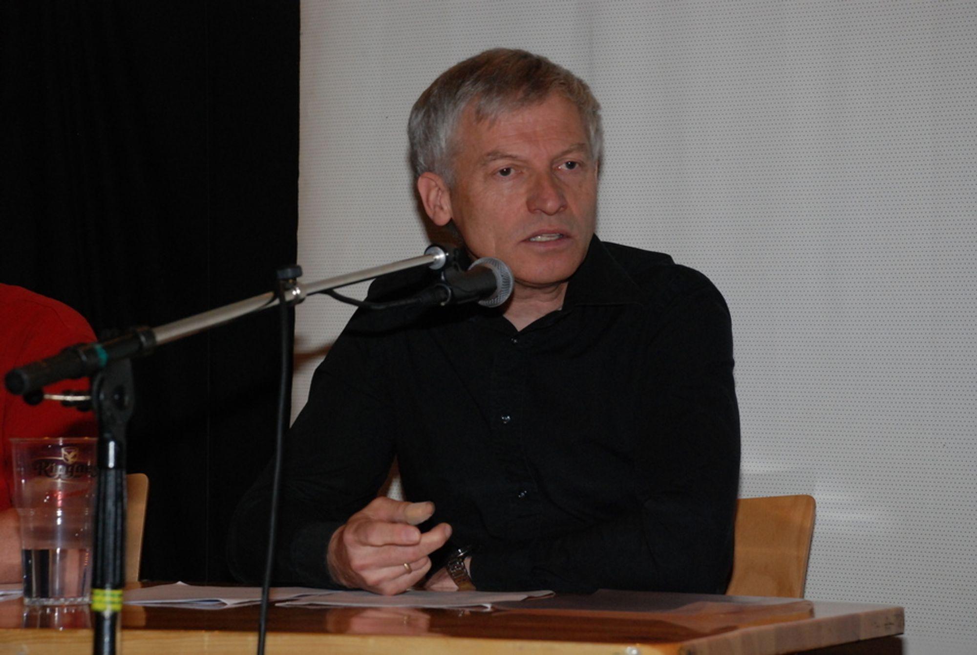 LEI: - Jeg har vært brukt 18 år av livet mitt på å forske på el-overfølsomhet. Nå gidder jeg ikke mer, sier førsteamanuensis Arnt Inge Vistnes ved Fysisk Institutt ved Universitetet i Oslo.
