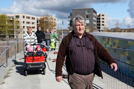 SLØSING MED SKATTEPENGENE: - Det er en skandale at staten bygger et veikryss for fortiden, ikke for framtiden, sier stavangermannen Nils Petter Endresen, leder for politisk utvalg i NAF.