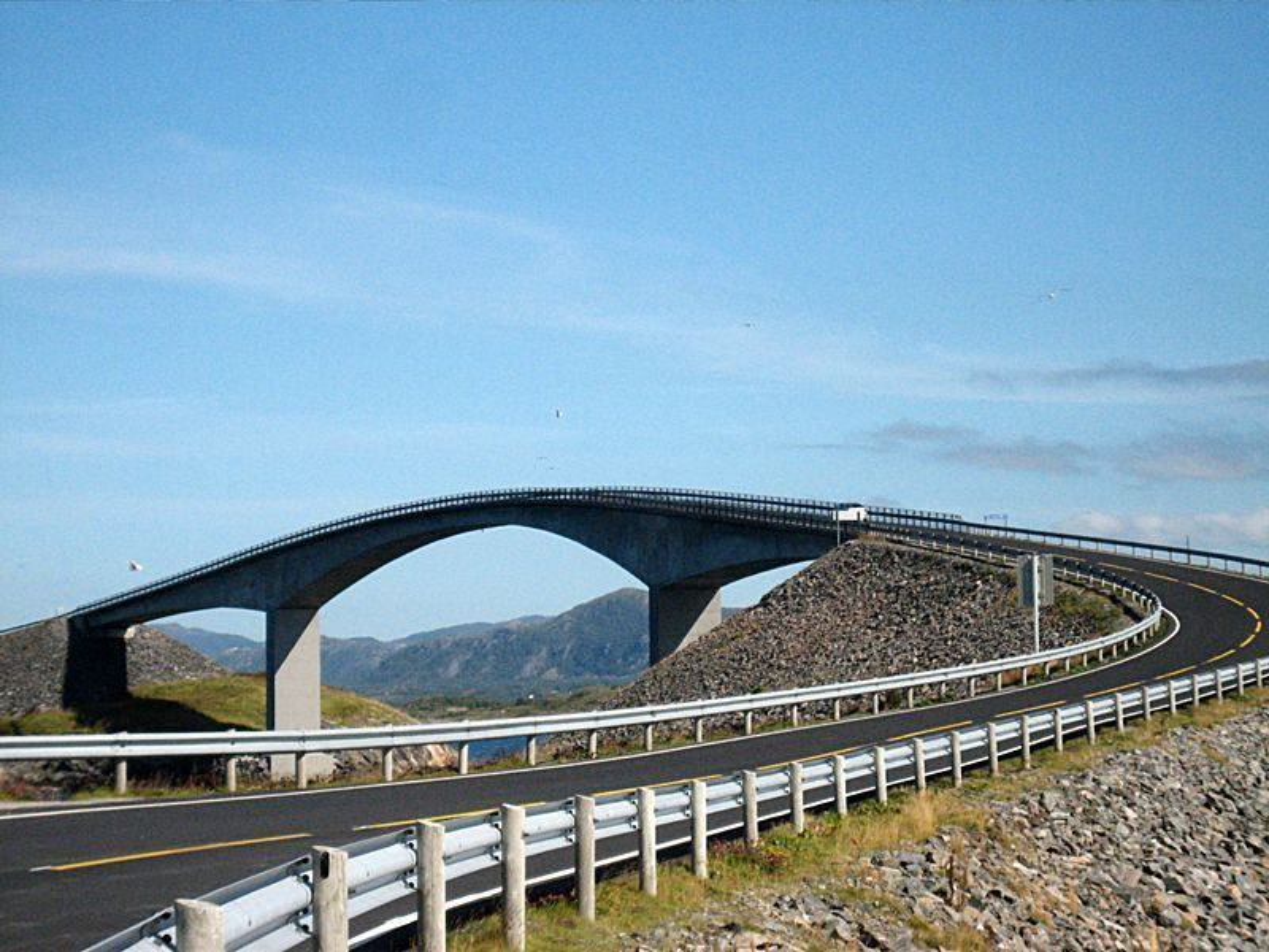 STORSEISUNDET BRO: En del av Atlanterhavsveien, men ikke helt i teten i kåringen av Norges vakreste bro.