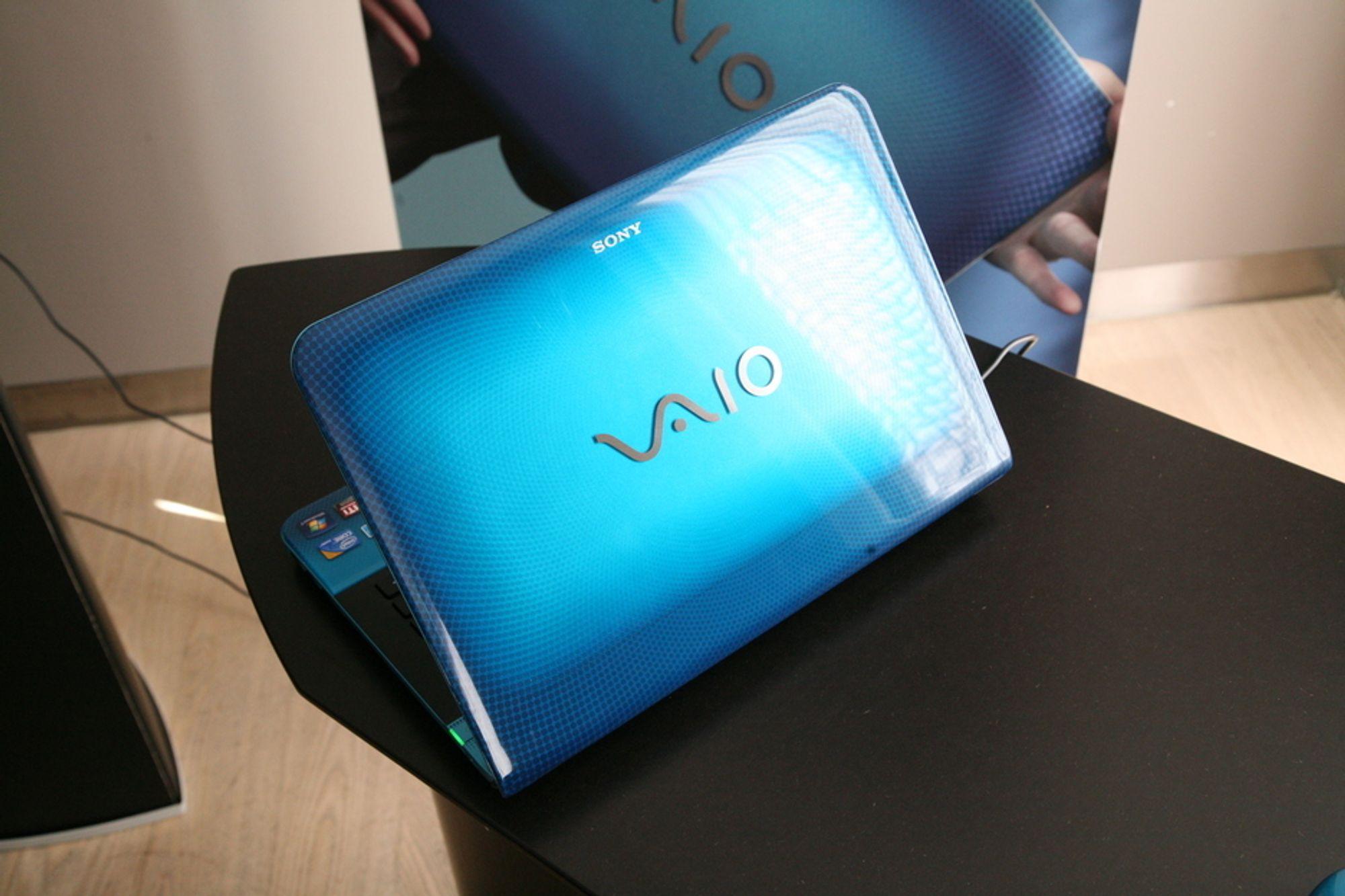 VAIO E er de billigste modellene til Sony, og er preget av sterke farger og tydelig design.