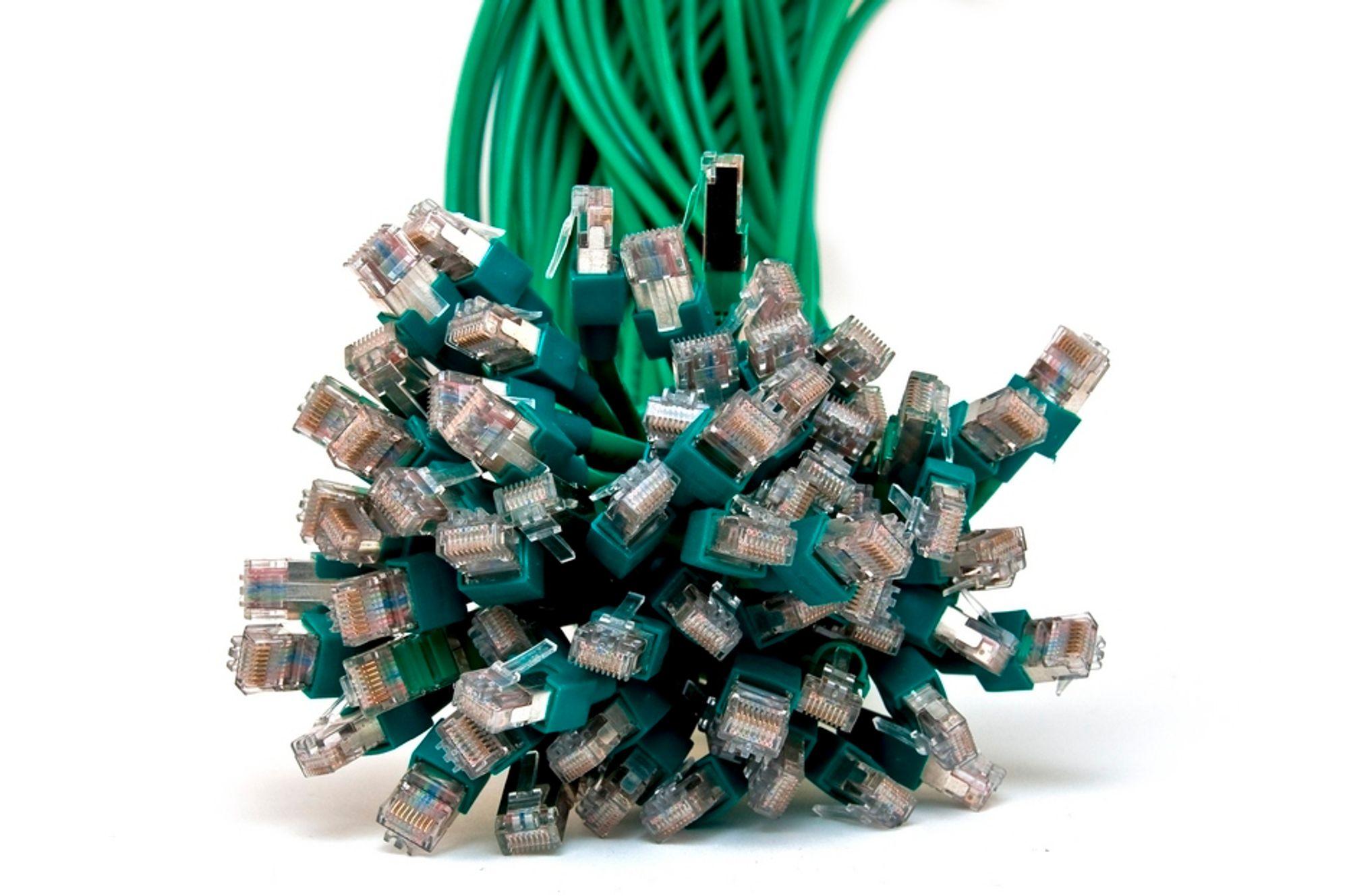 BORT: Vi satser på bredbånd og dropper fasttelefon på kobberlinje. Ikke siden 1980 har antallet tradisjonelle abonnement vært lavere.