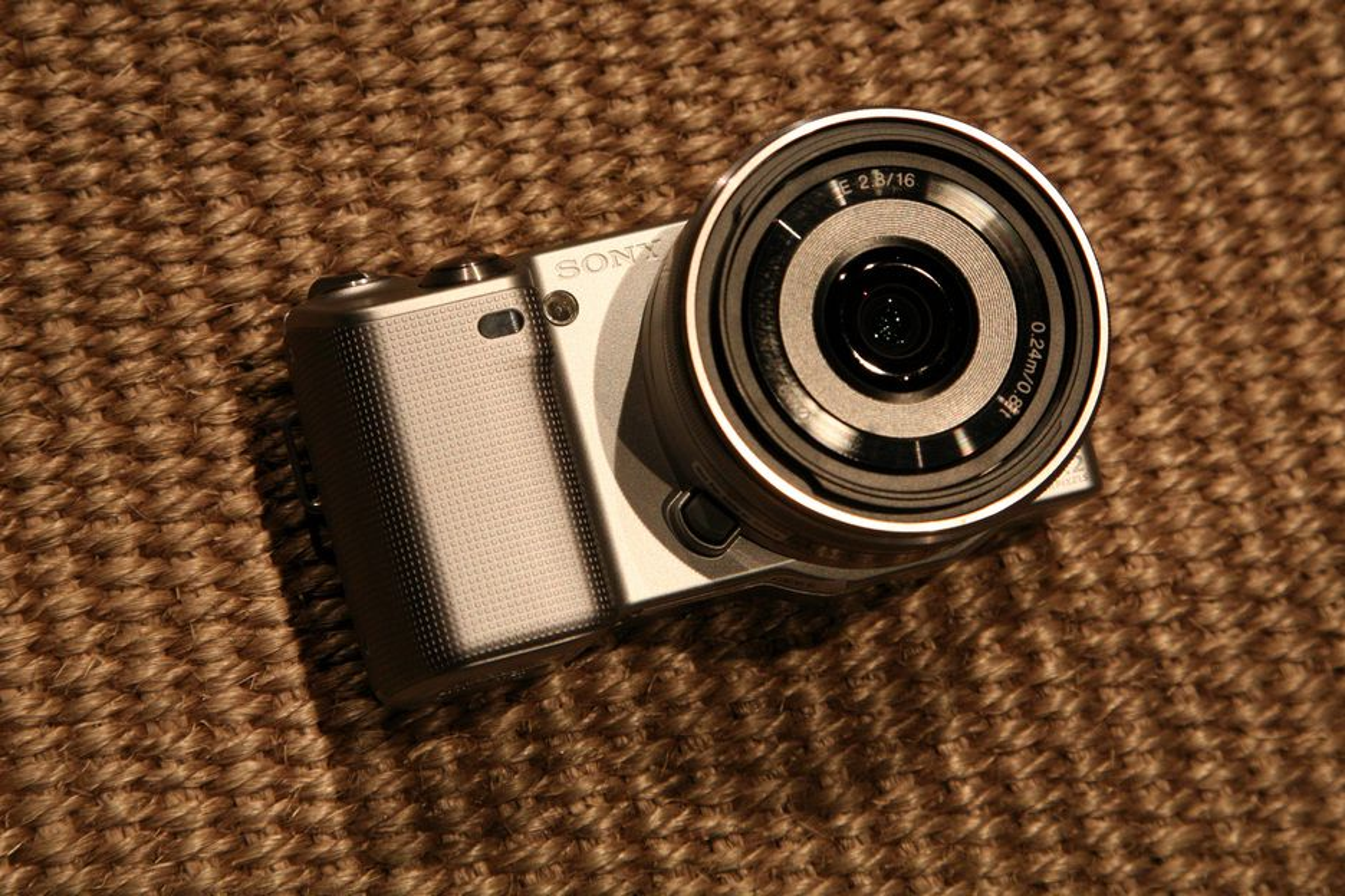 Sony NEX-3 og NEX-5 skal kombinere det beste fra speilrefleks med det beste fra kompaktkameraene, ifølge Sony.