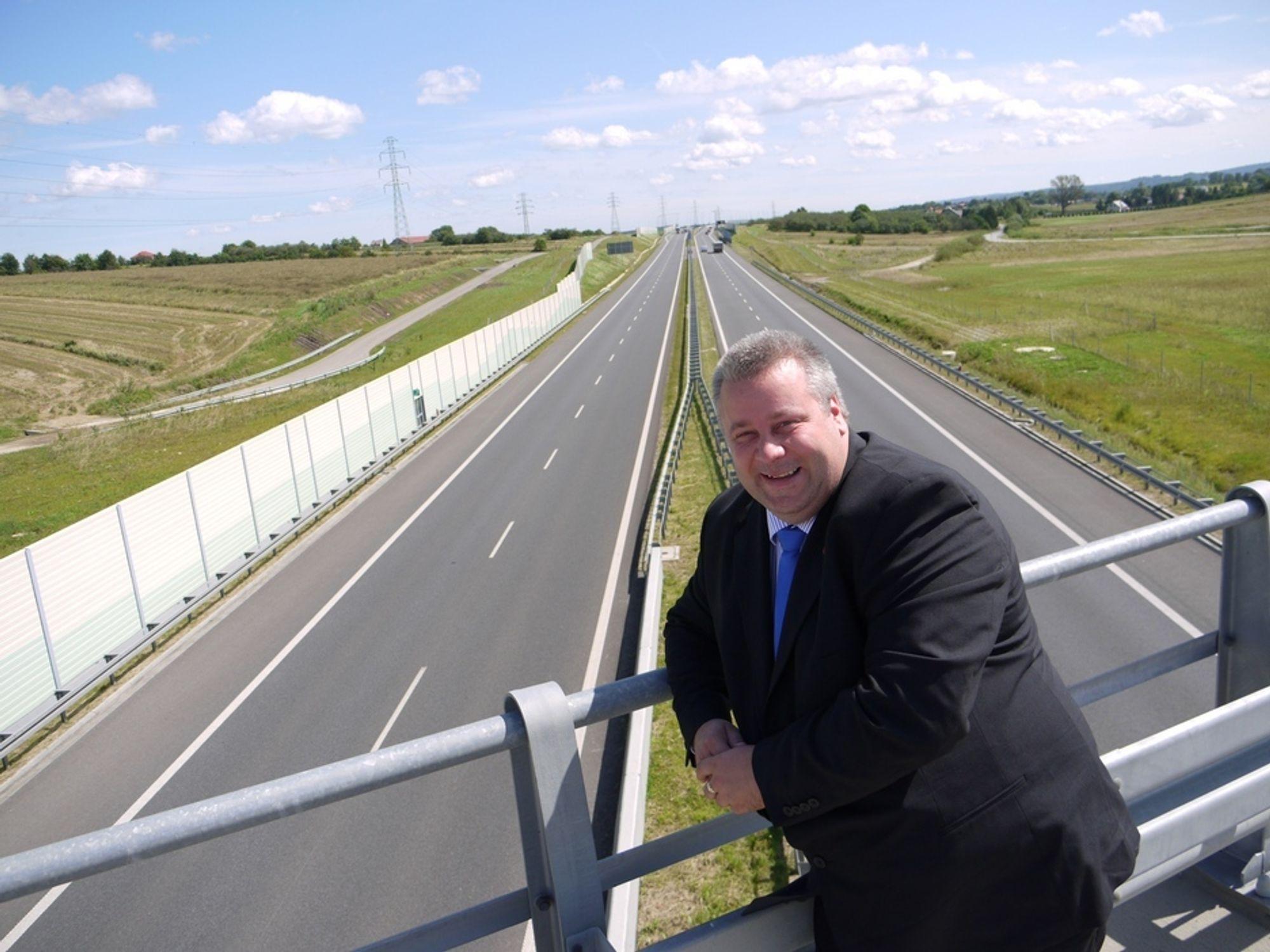 BYGGES UTEN BOMPENGER:-Polen bygger 2500 kilometer motorveier og ekspressveier uten bompengefinansiering, sier Bård Hoksrud (Frp) i Transportkomiteen på Stortinget.