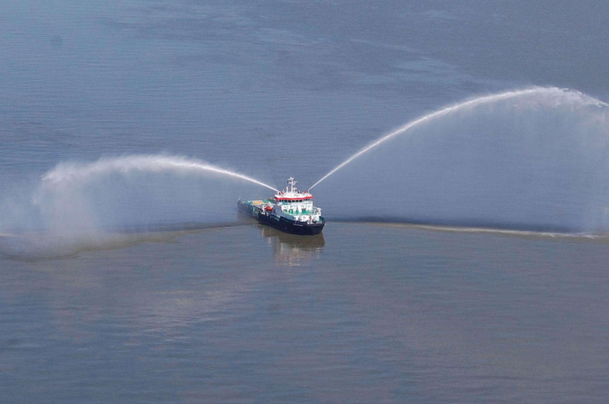 IS OG BRANN: Isbryterne STX Offshore skal levere blir 65 meter lange og kan også brukes til brann- og redningsoperasjoner.