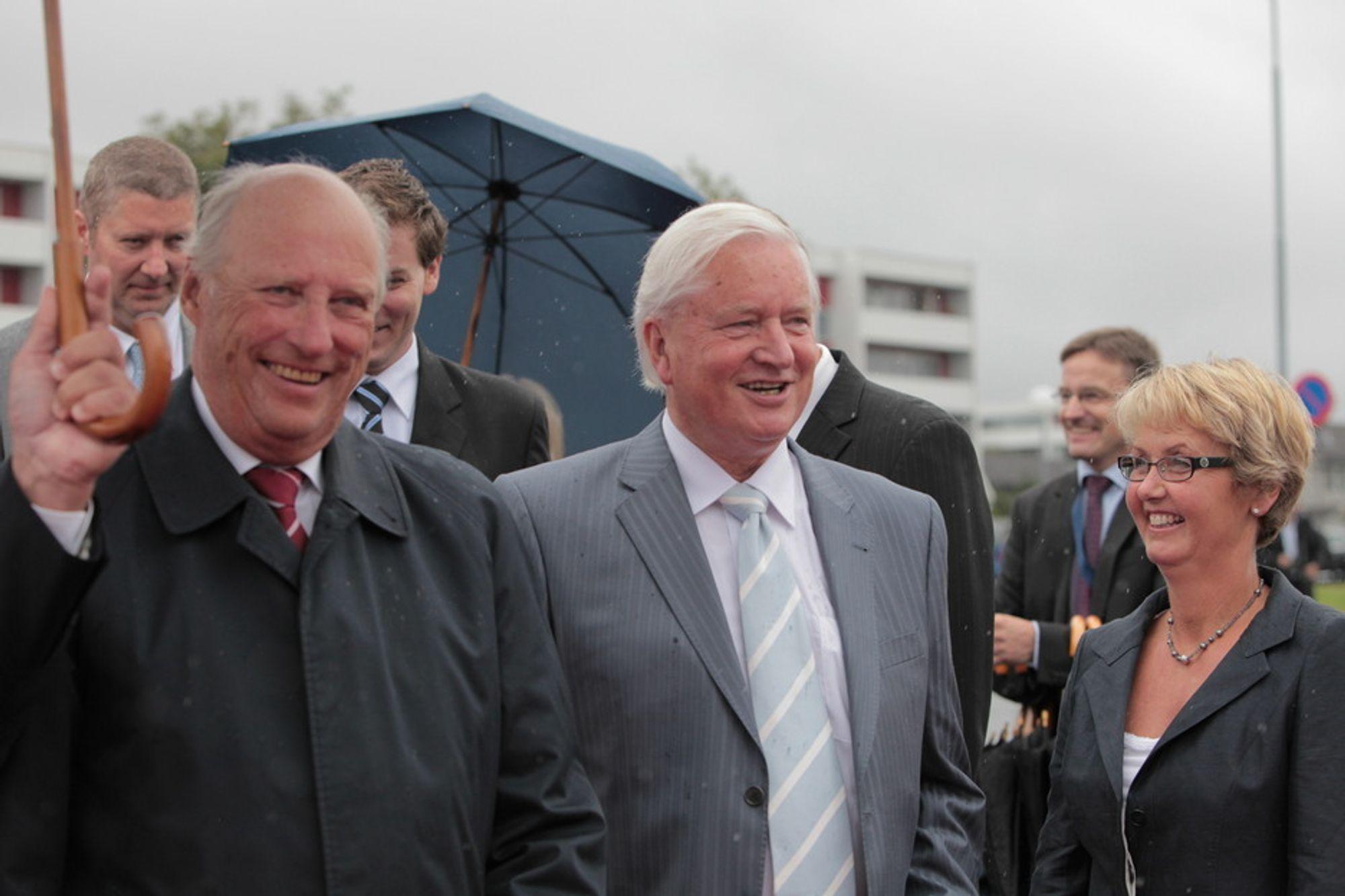 ABDISERER: Kjell Ursin-Smith abdiserer som Kongens følgesvenn under åpningen av ONS, siden han går av for aldersgensen i 2012. Snart er det klart hvem som følger eter som ny ONS-general.