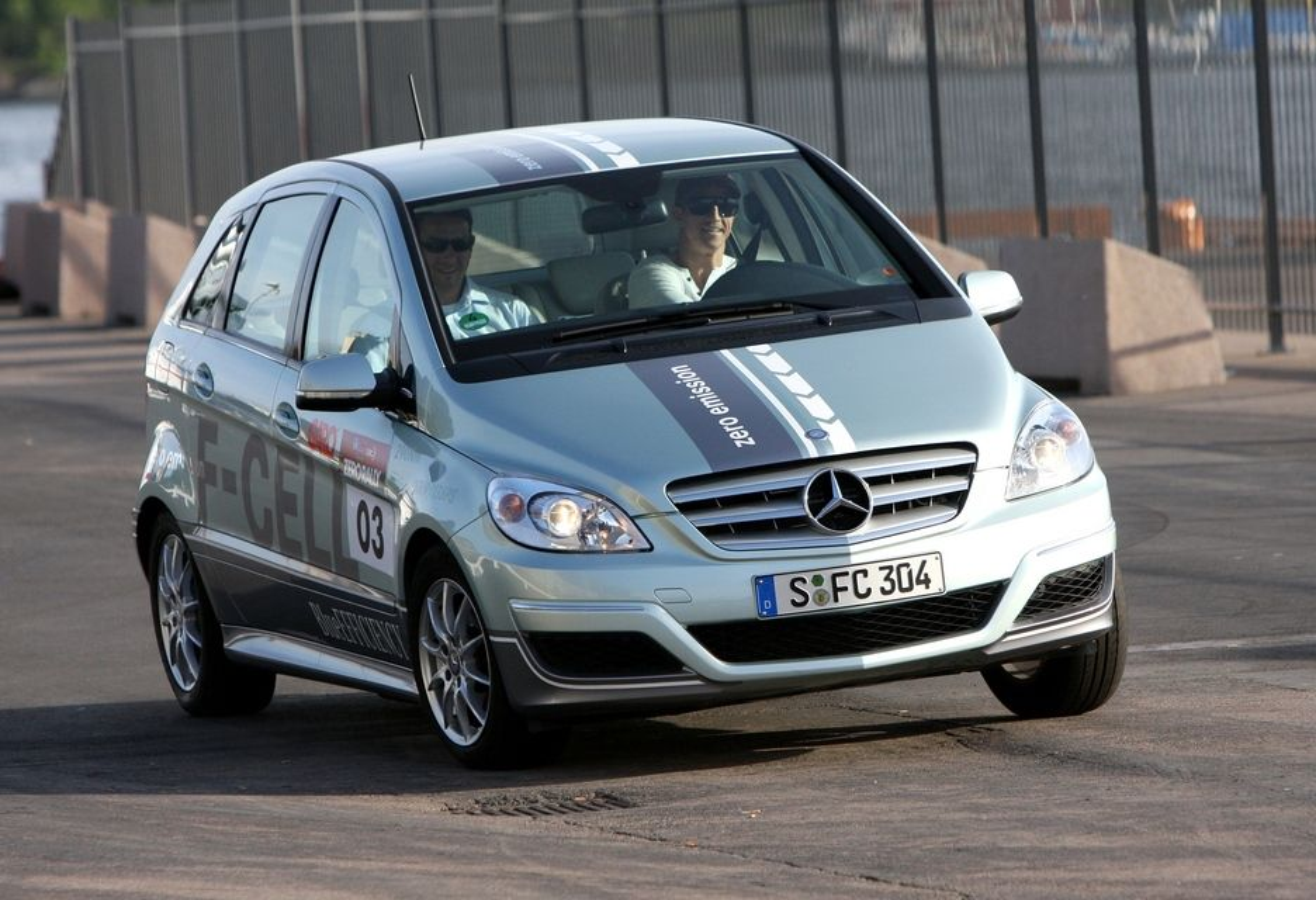Mercedes-Benz B-klasse F-Cell er typegodkjent i Norge, men er ikke til salgs. Og i hvert fall ikke for 300 000 kroner.